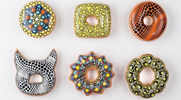 Красочные пончики в «керамической» глазури