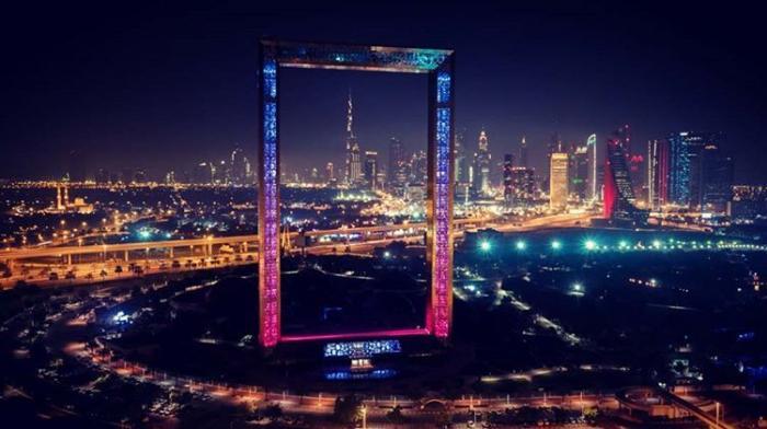 Гигантская фоторамка в Дубае