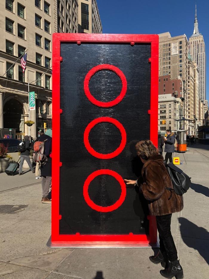 Компания LEGO отметила 60-й день рождения грандиозной инсталляцией в Нью-Йорк Сити