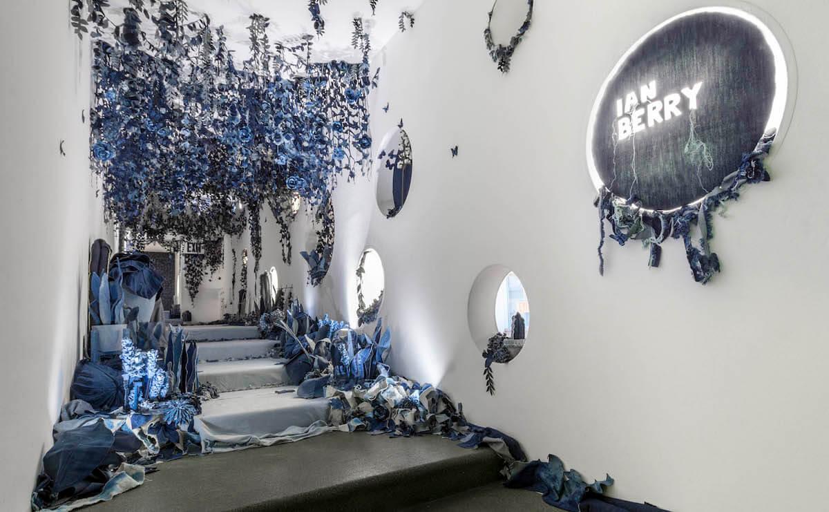 Инсталляция из джинсов, фото 7
