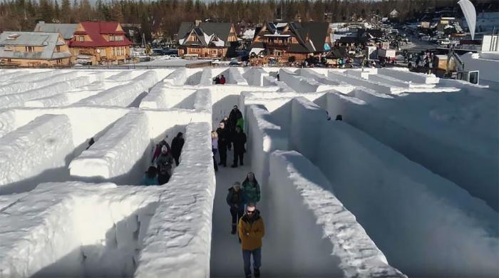 Самый огромный лабиринт из снега расположен в Польше
