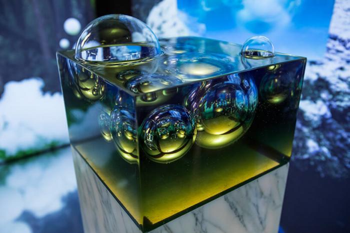 Искусство стеклянных фигур необычной формы в кабинете курьезности на «Мэйсон&Обжет»