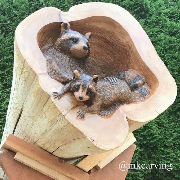 Мастер резьбы по дереву вырезает очаровательных лесных животных