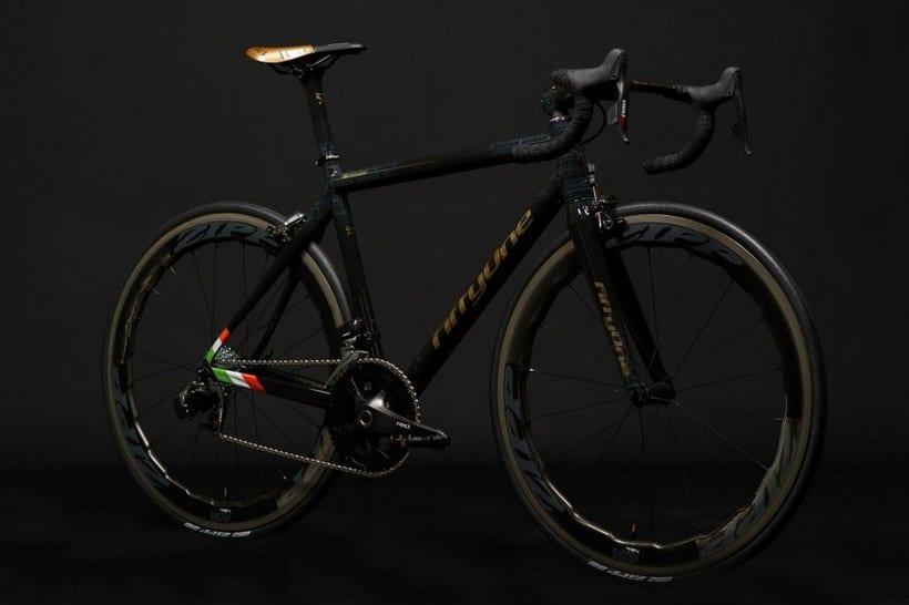Золотой велосипед Конора МакГрегора, фото 1