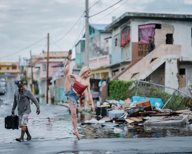 фотографии танцоров на фоне разрушений в Пуэрто-Рико, ураган Мария, фото 1