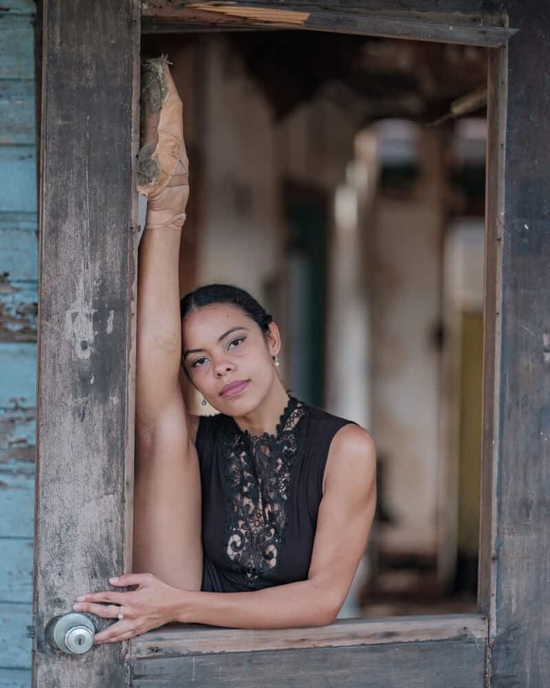 фотографии танцоров на фоне разрушений в Пуэрто-Рико, ураган Мария, фото 15
