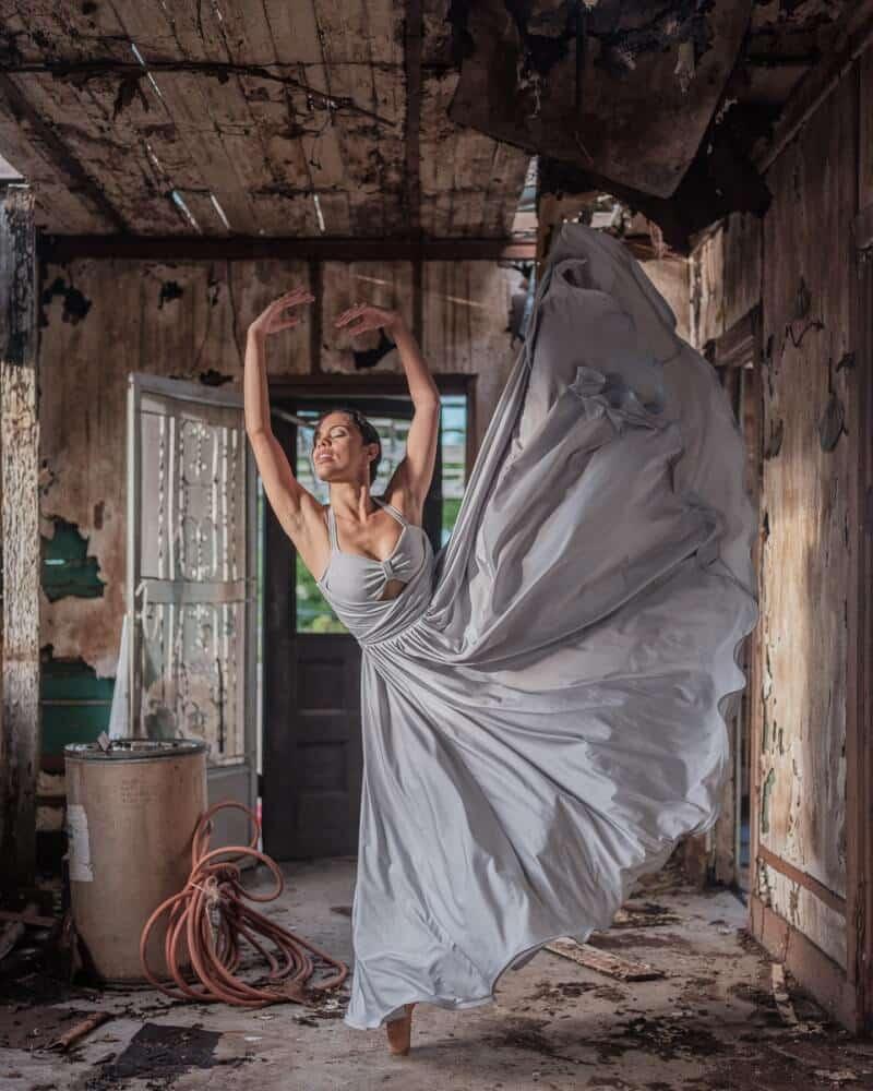 фотографии танцоров на фоне разрушений в Пуэрто-Рико, ураган Мария, фото 3