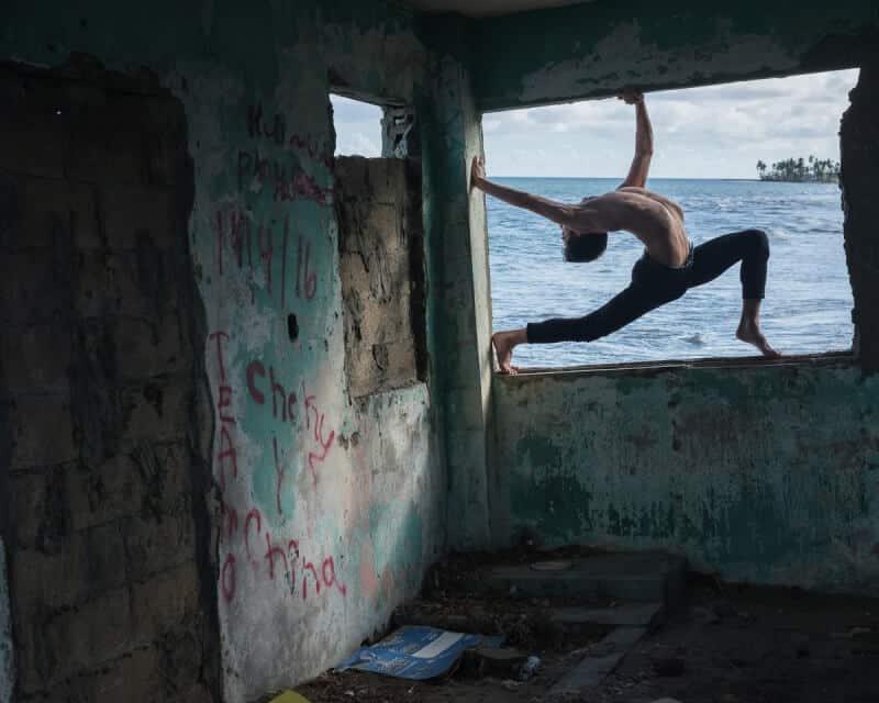фотографии танцоров на фоне разрушений в Пуэрто-Рико, ураган Мария, фото 6