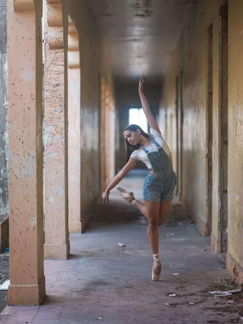фотографии танцоров на фоне разрушений в Пуэрто-Рико, ураган Мария, фото 7