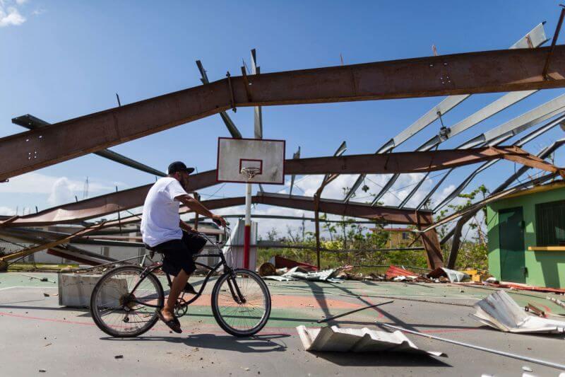 фотографии танцоров на фоне разрушений в Пуэрто-Рико, ураган Мария, фото 9