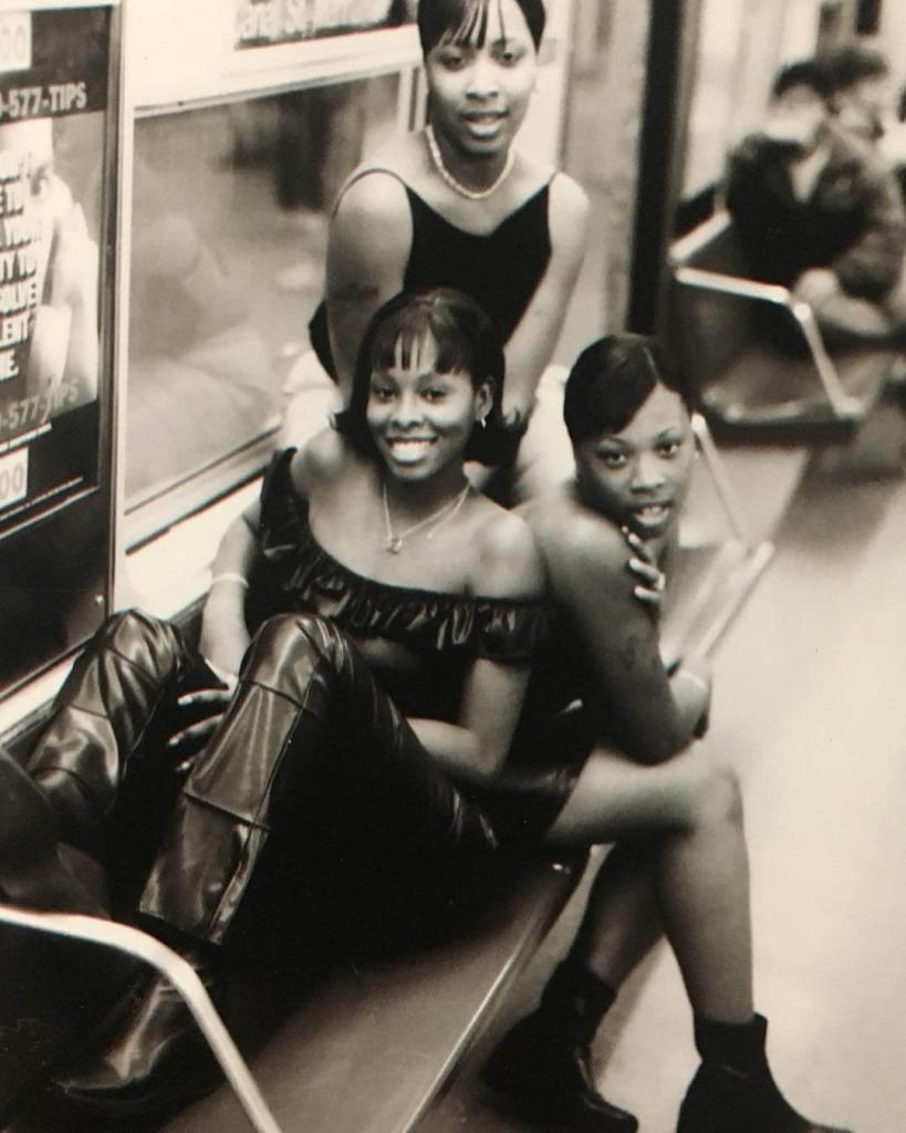 «Девушки моей мечты» Бруклин, в поезде маршрута J. 2000.