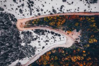 Невероятные снимки смены сезонов в Трансильвании с высоты птичьего полета
